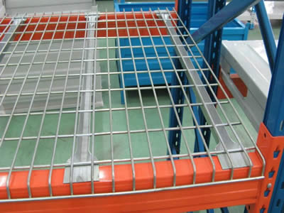 A long welded mesh decking with stainless steel welded mesh panel tiled on the support.