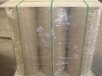 Nine rolls of stainless steel welded mesh packing in waterproof kraft paper, stand between two boards, plastic film wrapped, with green ropes fixed.