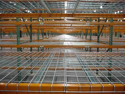Many rows of stainless steel welded mesh decking with two layers in the warehouse.